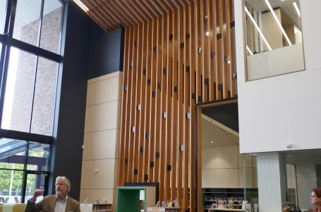 Ormiston College CIL - Central Library Space.jpg